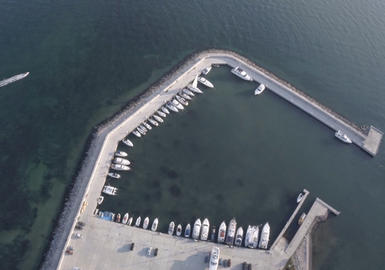 Завершено строительство яхт-марины.