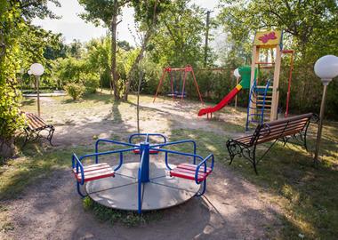 Начат ремонт детской площадки