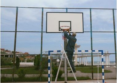 Подготовка спортплощадки к летнему сезону